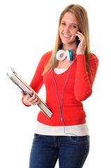 Studentin telefoniert mit Smartphone