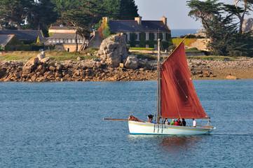 Vieux gréement dans la baie de Port-Blanc en Bretagne