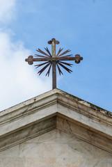 Croce su tetto di una chiesa, crocifisso
