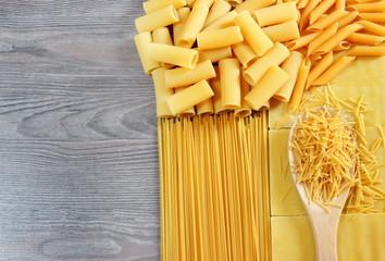 Composizione di pasta cruda