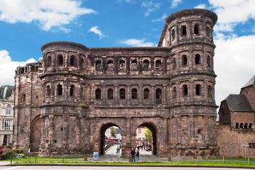 Das römische Stadttor Porta Nigra in Trier an der Mosel