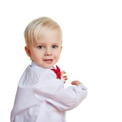 Tanzendes Kind dreht sich