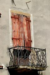 Fenêtre et balcon.
