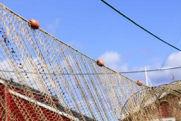 Fischer-Netz mit blauem Himmel