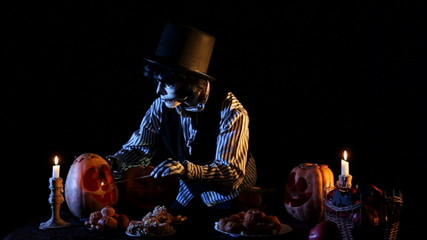 Jack O'lantern Ligntens Candles Inside Pumpkins