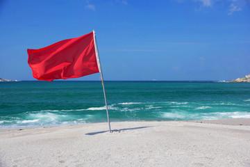 bandiera rossa, divieto balneazione, balneazione, mare, oceano