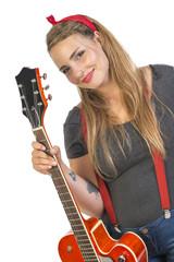 Giovane e sorridente chitarrista rock