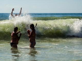 Badespaß in den Wellen des Atlantiks
