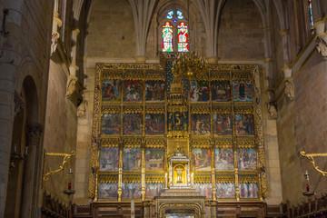 Retablo en el Interior de la Basilica de San Isidoro en España