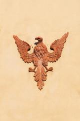 Adlerrelief an einer Hauswand