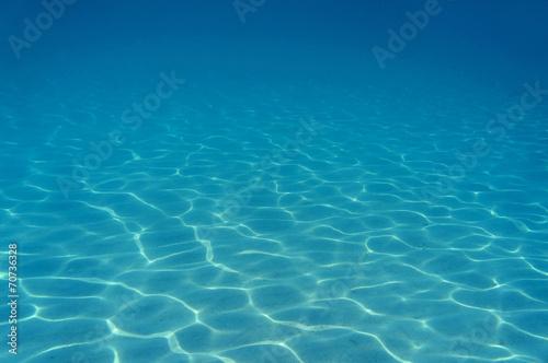 Fotobehang Koraalriffen Ripples of sunlight underwater on sandy seabed