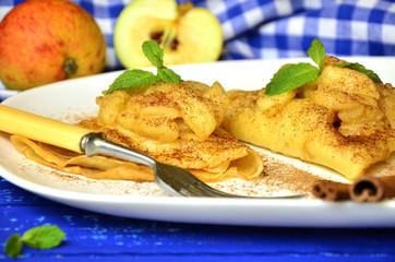 Flapjacks with apple and cinnamon.