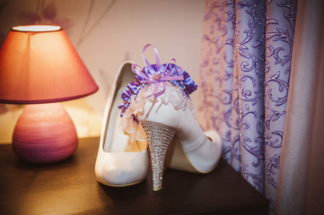 shoes bride with garter