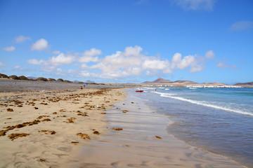 panoramica de la playa de famara en la isla de lanzarote