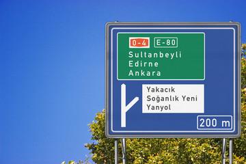 İstanbul Kartal`da bir Trafik levhası