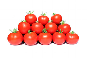 Few red tomatoes