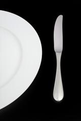 Teller und Messer (schwarz)