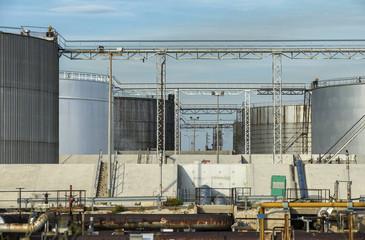Citernes de raffinerie de pétrole