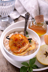 vanilla porridge of oatmeal with honey caramel apples slices