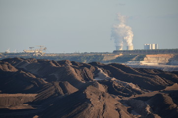 Braunkohletagebau und Kraftwerk