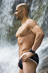 Mann mit Muskeln