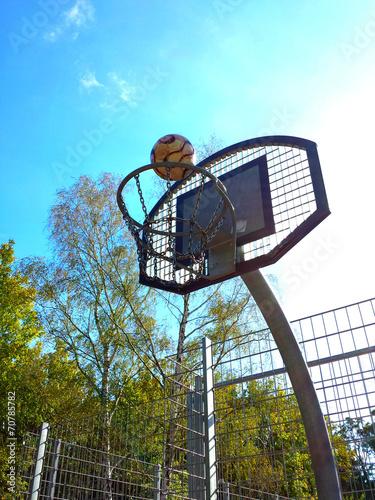 canvas print picture Basketballkorb mit schönem Herbstwetter