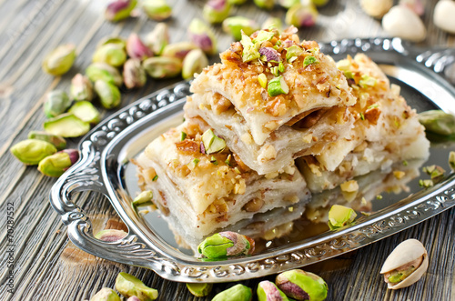 Tuinposter Dessert Turkish pistachio pastry dessert baklava with green pistachios