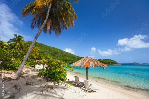 piekna-tropikalna-plaza-przy-karaiby