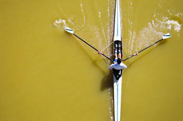 canoa su fiume giallo