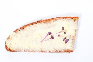 Butterbrot mit Salz und Kresse