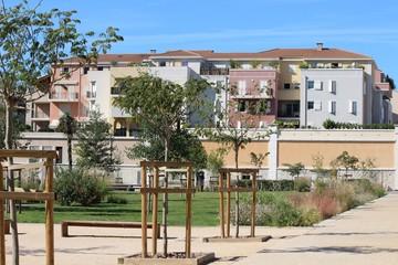 Jardin Public et quartier résidentiel à Aubagne