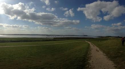 Deich an der Elbe