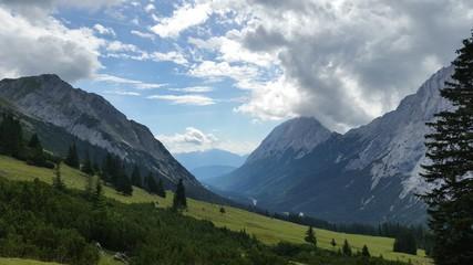 Blick durch die Berge
