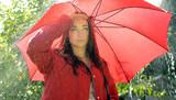 Frau im Regen
