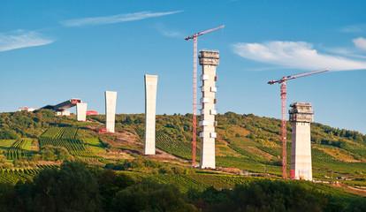 Das umstrittene Bauprojekt Hochmoselübergang im Entstehen