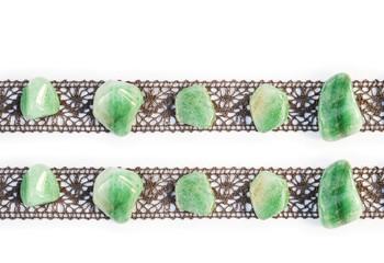 Spitzenband mit polierten Edelsteinen Fluorit