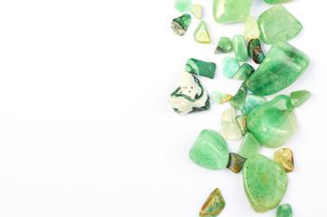 Seitenrand grüne Edelsteine poliert Heilsteine