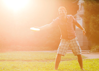 man playing frisbee at its yard