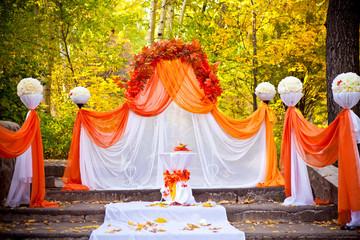 Оформление праздника в осенним лесу аркой