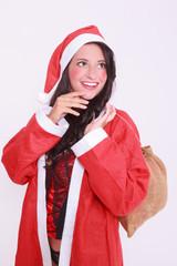 Junge Weihnachtsfrau in Dessous mit Mantel und roter Mütze