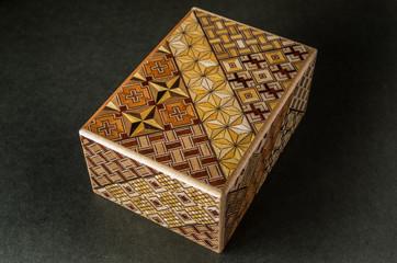 寄木細工の小箱