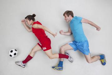 Mann und Frau beim Fußball