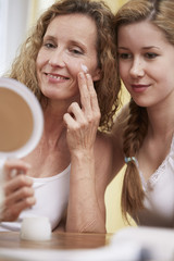 Mutter und Tochter, Gesichtscreme