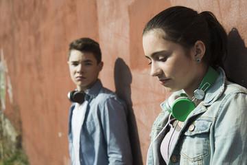 Unglücklicher Teenager und Teenager-Mädchen