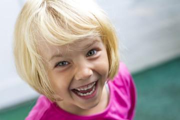 Porträt von lachendem Mädchen