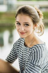 Lächelndes Mädchen, Teenager