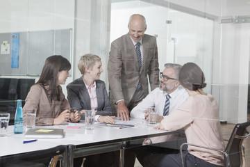 Geschäftsleute haben ein Meeting