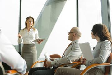 Gruppe von Geschäftsleuten im Seminar