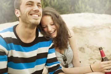 Junges Paar, Spaß am Baggersee