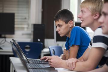 Berufsschüler im Computerlabor